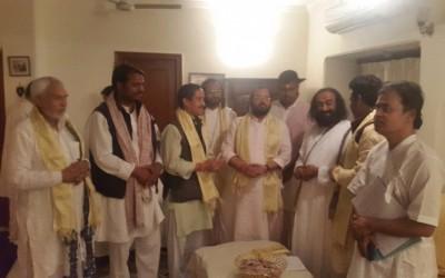 Shri Ravi Shankar Of  Art Of Living supports Yamuna Muktikaran Abhiyan